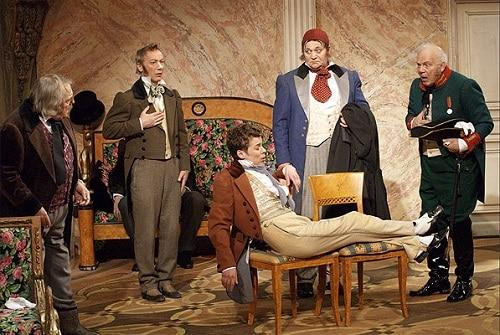 Что высмеивает Гоголь в комедии «Ревизор»