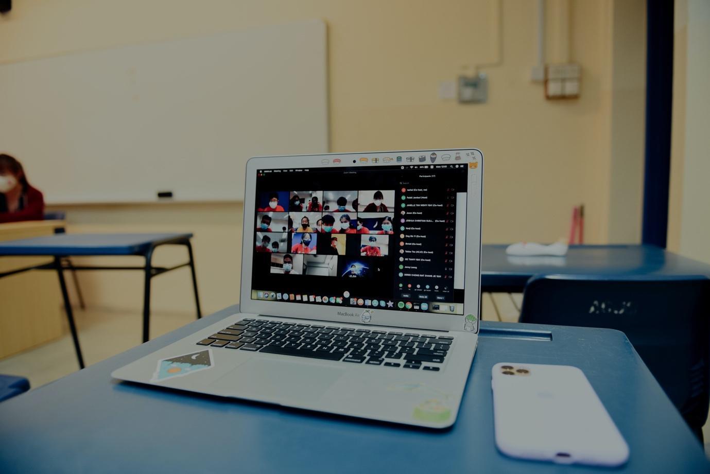 Онлайн-образование может помочь демократизации разрушенной системы