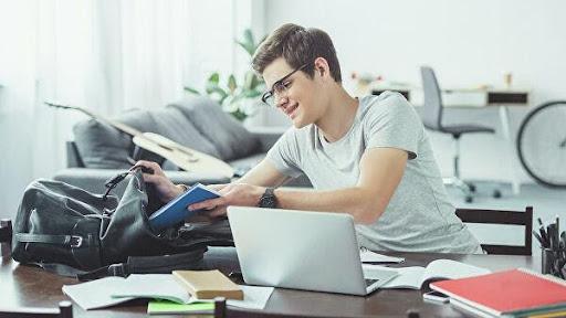 Что следует учитывать при сравнении университетов онлайн