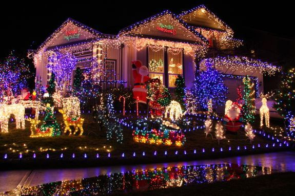 Как амеркианцы украшают дома на рождество