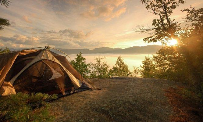 Туристическая палатка из структурного полиэтилена