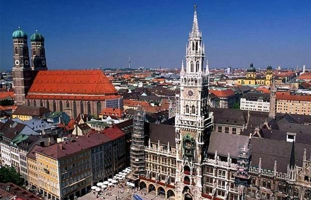 Мюнхен. Панорама площади Мариенплац