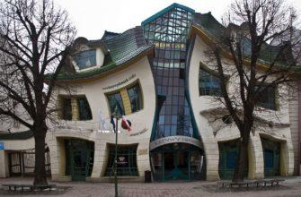 Изогнутый дом в Польше