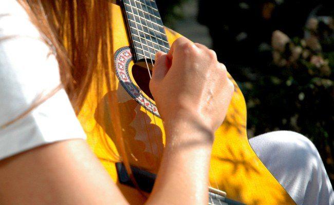 Гитара в походе
