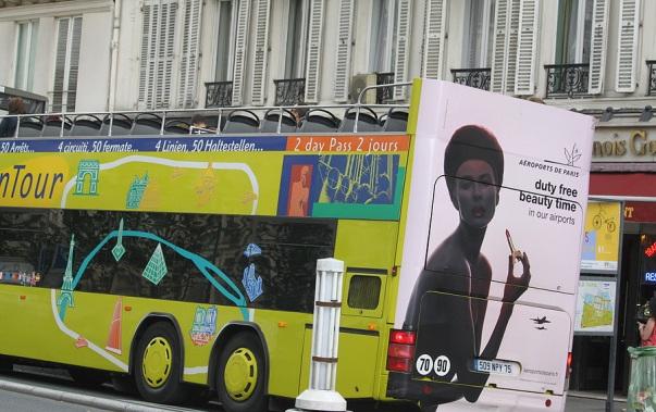 Уличная реклама во Франции