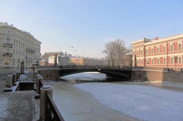 Мост Поцелуев зимой