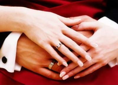 Женская рука на мужской