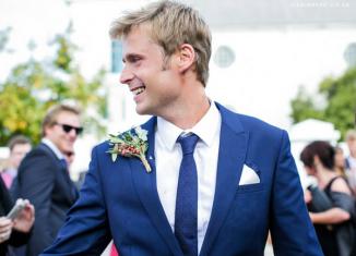 Синий мужской костюм на свадьбу и его особенности