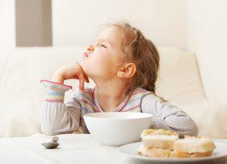 Почему ребёнок отказывается от еды, решение проблемы