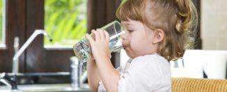 Как научить ребёнка пить воду
