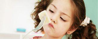 Питание и здоровье детей: почему ребёнок мало ест, причины