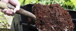 Органические удобрения: зола, опил, компост и навоз