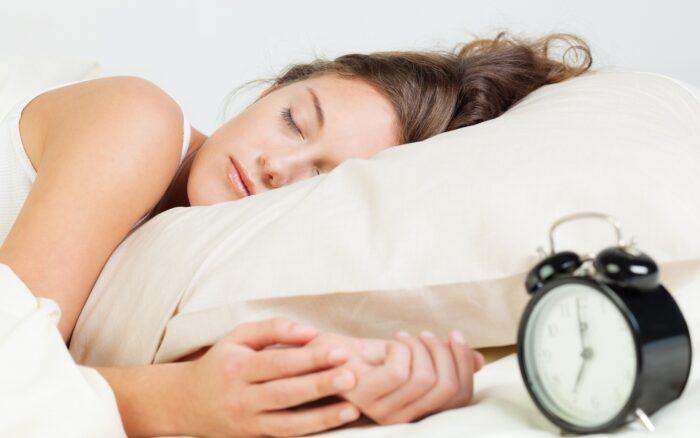 Можно ли спать с однодневными линзами: описание, советы, что делать