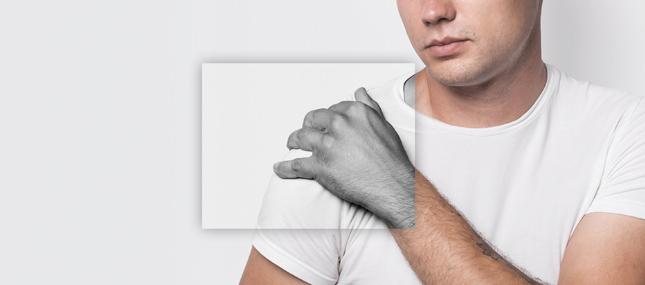Сильно болит плечо и не поднимается рука: что делать, причины