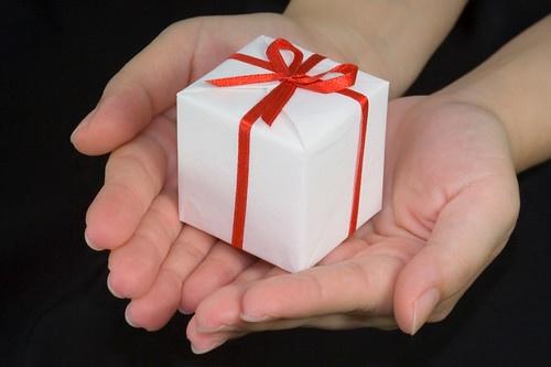 Подарки любимой бабушке на 60, 70 лет: что подарить, список идей