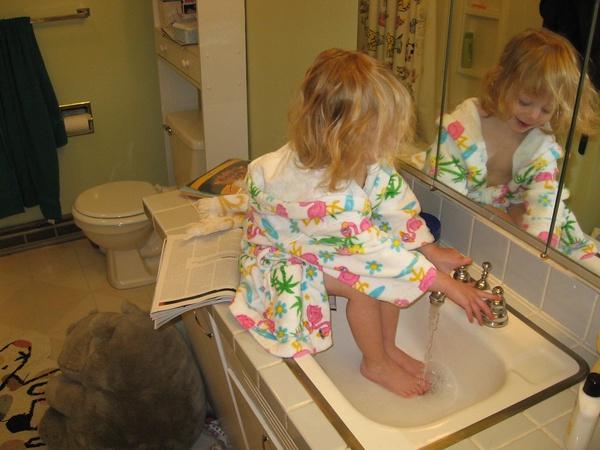 Закаливание ног горячей и холодной водой: нужно ли мыть перед сном