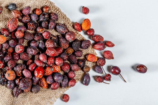 Масло семян шиповника своими руками в домашних условиях: применение
