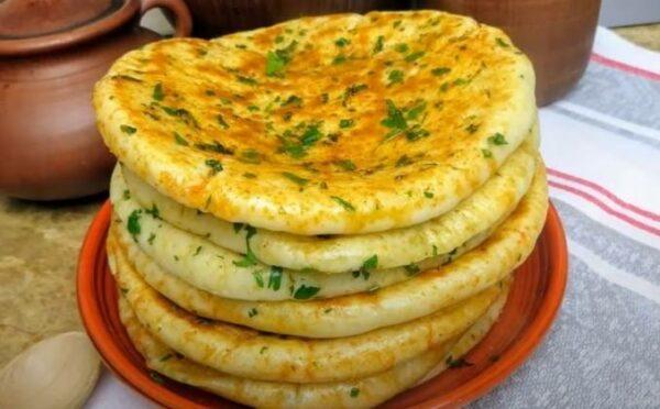 Лепешки с сыром и куриной грудкой: как приготовить на сковороде, рецепт