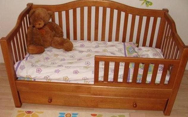Детская кровать классическая с бортиками
