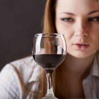 Женский алкоголизм: основные симптомы