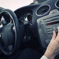 Музыка во время вождения автомобиля