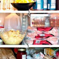 Какие продукты не стоит держать в холодильнике