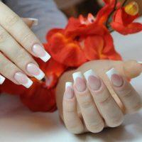 Не держатся нарощенные ногти: основные причины